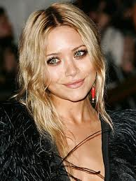 Mary-Kate Olsen - famouslefties.com